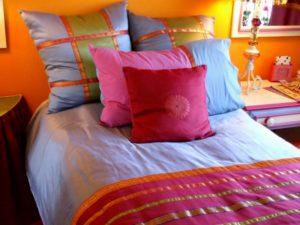 How to Arrange Pillows on a Full Bed Option 1