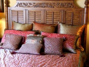 How to Arrange Pillows on a King Bed Option 2
