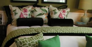 How to Arrange Pillows on a King Bed Option 3