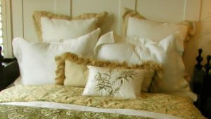 How to Arrange Pillows on a Queen Bed Option 3