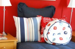 How to Arrange Pillows on a Single Bed Option 1