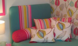 How to Arrange Pillows on a Single Bed