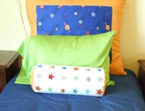 How to Arrange Pillows on a Single Bed Option 3