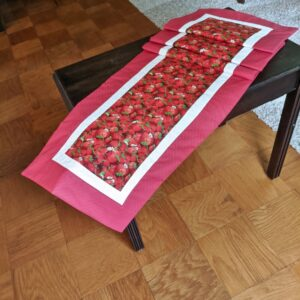 Supreme Accents Strawberry Patch Red 71 inch Table Runner