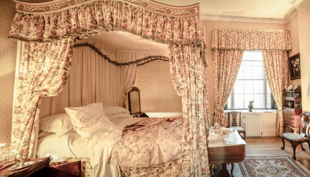 Supreme Accents Bedroom Styling Adding a Canopy Bed Antique