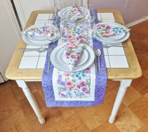 Supreme Accents Blooming Flowers Heather Table Runner with Napkins 51 inches