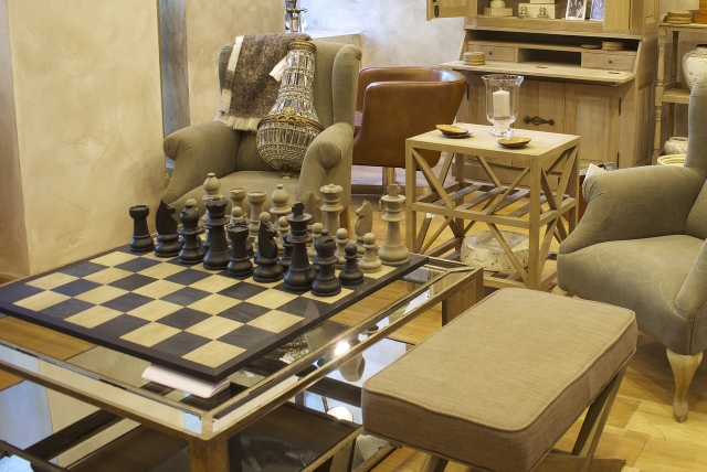 Supreme Accents Decorating Ideas for Beautiful Table Tops-Board Games