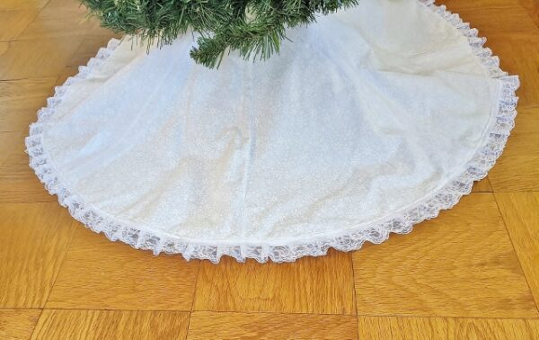 Supreme Accents Snowy Lace Tree Skirt 48 inches